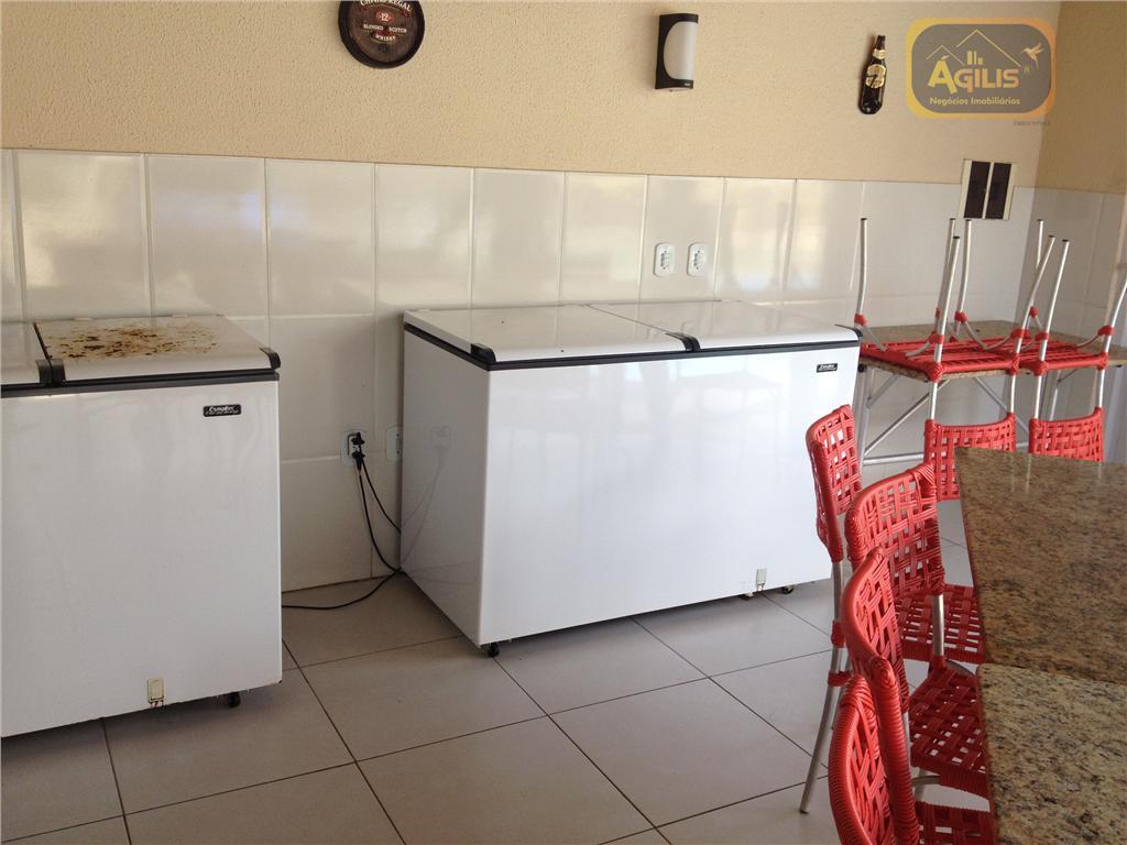 vende ou aluga excelente casa duplex na tabuba - com 03 flats, 02 suítes, cozinha americana,...
