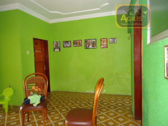 vende-se excelente casa plana no henrique jorge - com 03 salas, 04 quartos sendo 04 suítes,...