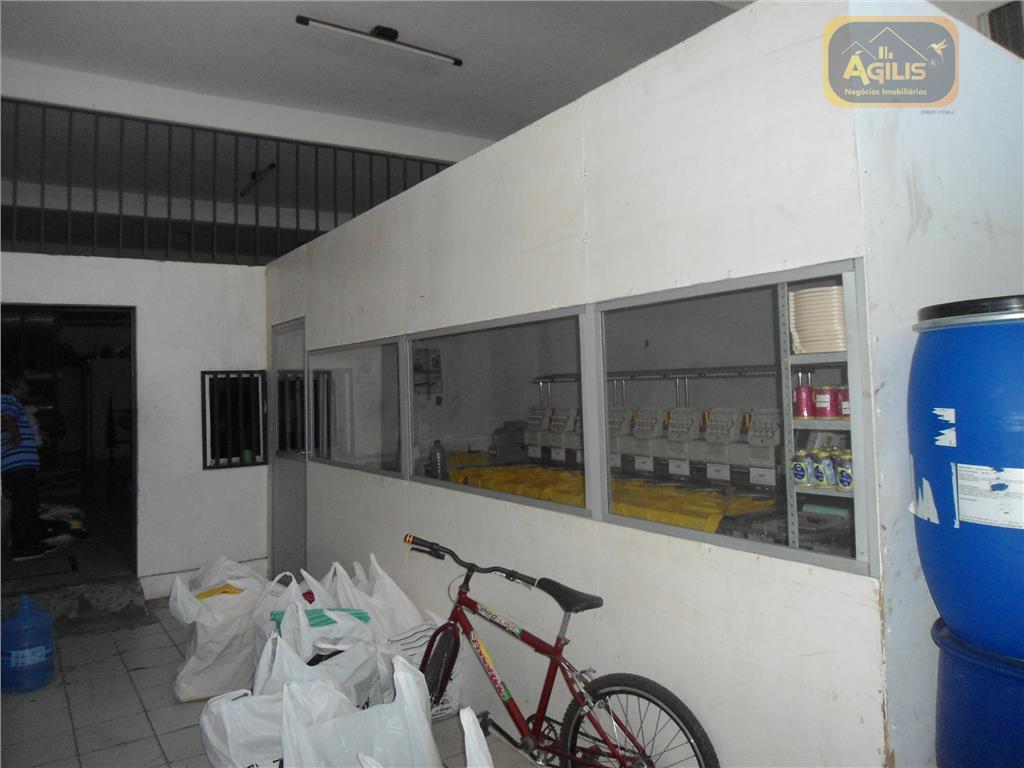 vende-se excelente ponto comercial no autran nunes - com 02 salas para escritórios, 03 banheiros, 01...