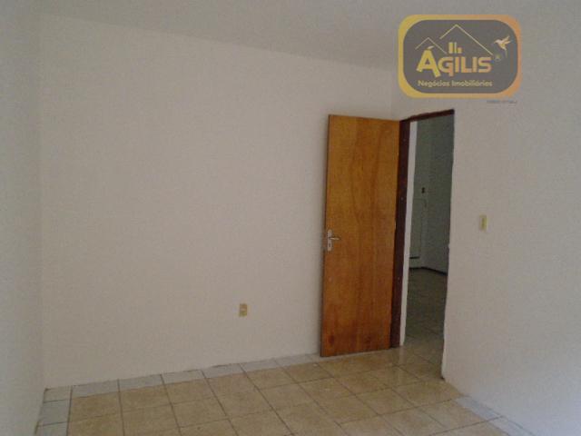 ótima casa para alugar no benfica próximo a reitoria com 02 salas, 06 quartos sendo 02...