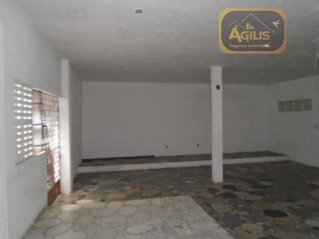 imóvel para comercial ou residencial, existe um galpão e um apartamento nos fundos para moradia ou...