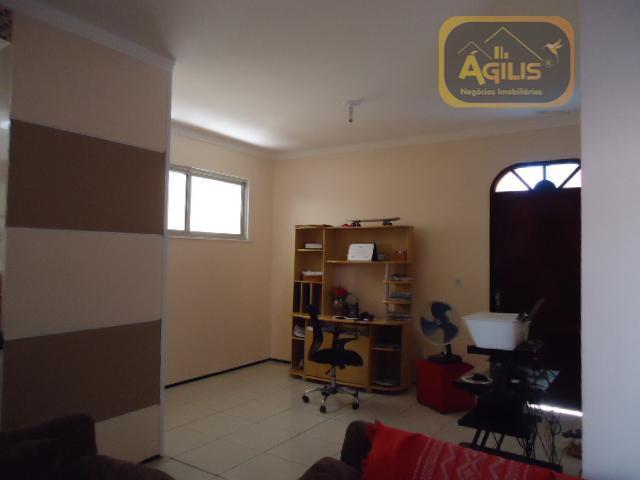 excelente casa, ampla pronta para morar, quintal, 3 vagas, 3 quartos, 1 sendo suíte, wc social,...