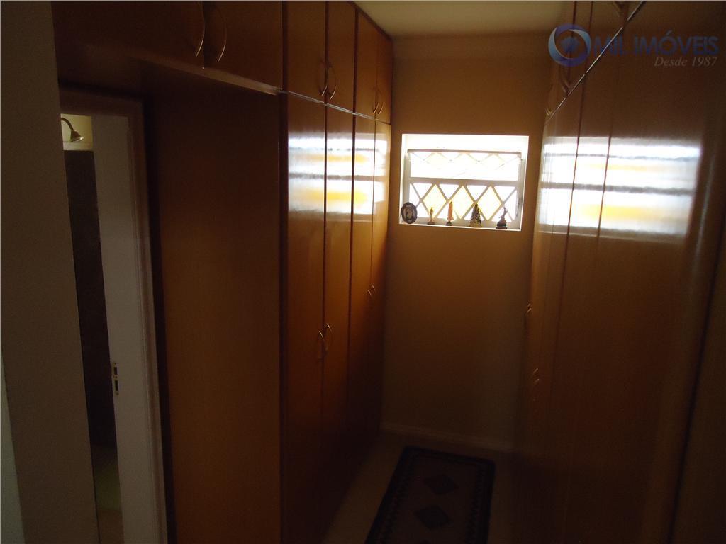 sobrado em condomínio fechado, acabamento impecável, 3 suítes repleta de armários, sala de estar, de jantar...