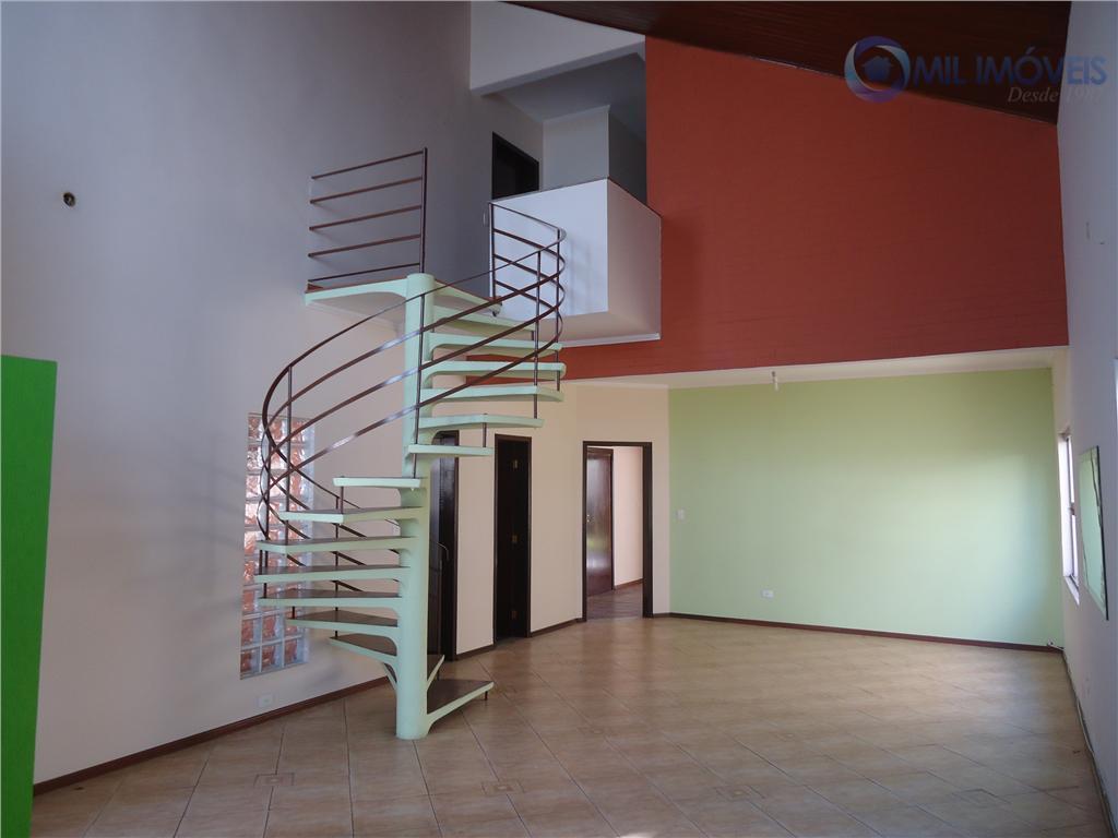 sobrado em condomínio fechado, com 4 dormitórios sendo 2 suítes, repleto de armários, 4 vagas de...