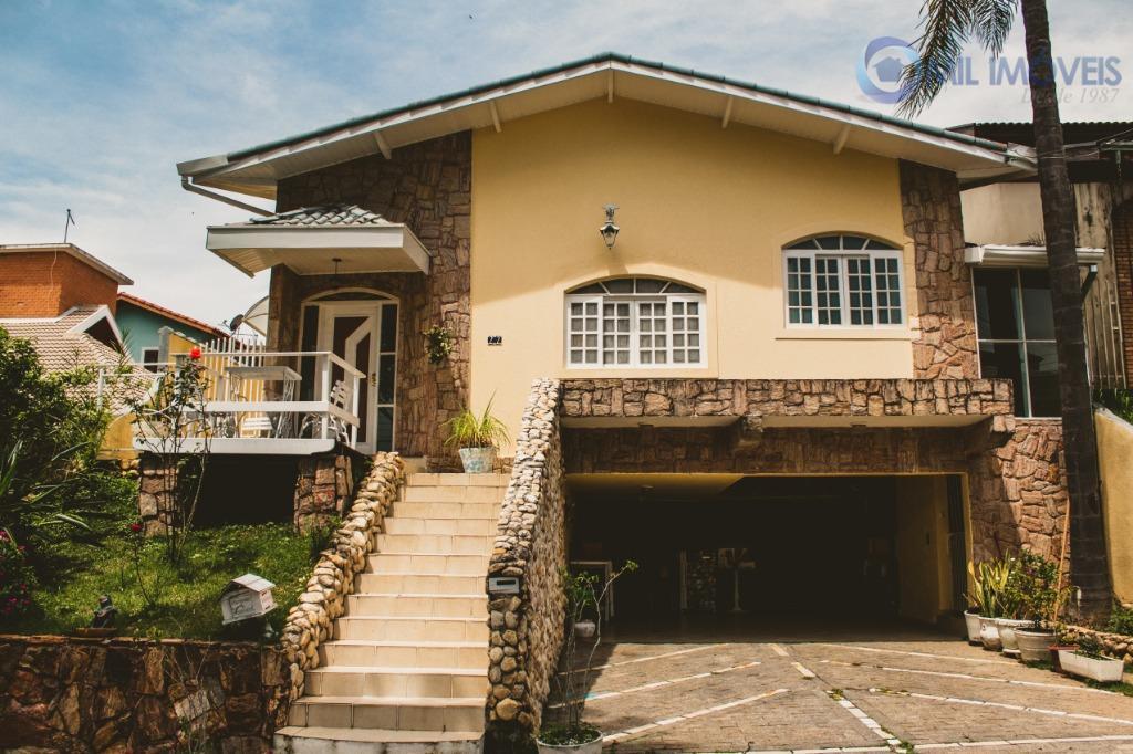 Sobrado com 4 dormitórios à venda, 186 m² por R$ 915.000