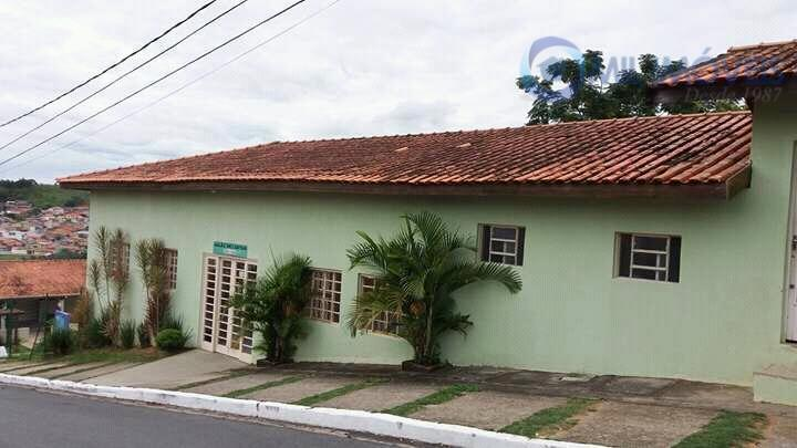 jardim uirá - casa em condomínio fechado com 2 dormitórios, sala, cozinha, quintal.o condomínio oferece piscina...