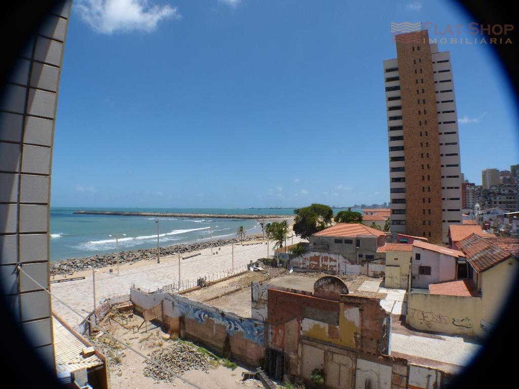 Flat em excelente localização na Praia de Iracema