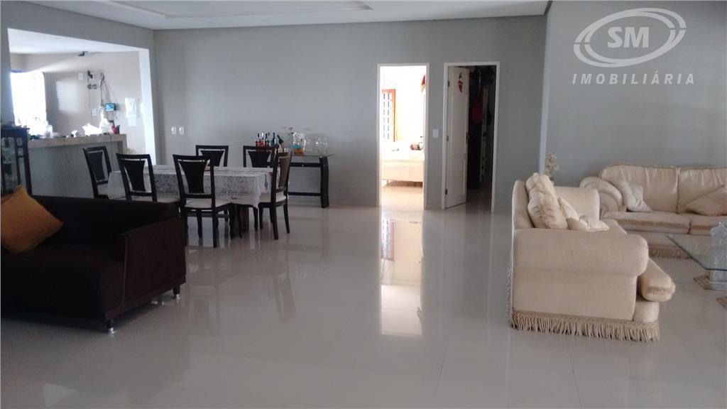 sítio com 4.200m²4 suítes, closet, sala, copa, cozinha, área de serviço, dce, quintal, piscina, churrasqueira.