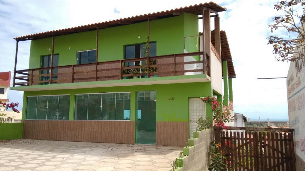 casa junto com o ponto comercial totaliza 240m²03 quartos sendo 01 suíte, wc social, sala, 2...