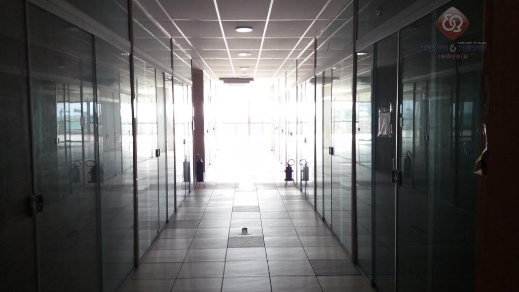 a configuração dos pavimentos, considerando lojas e corredores, é a seguinte: - 1° pavimento: 1.381m2- 2°...
