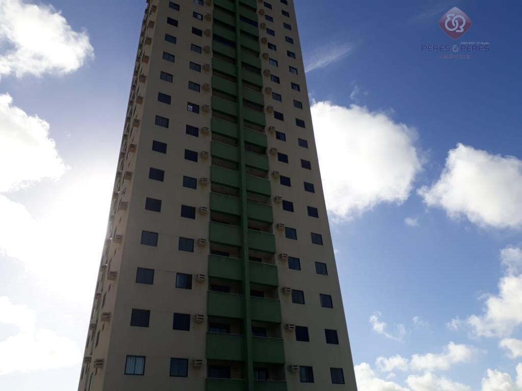 Apto 2/4 em Emaus R$900 + condomínio e IPTU
