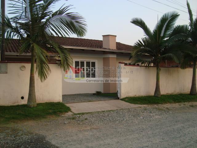 Residencia em Alvenaria + Edicula com Ampla Area de Churrasqueira no J.Iririu !!!