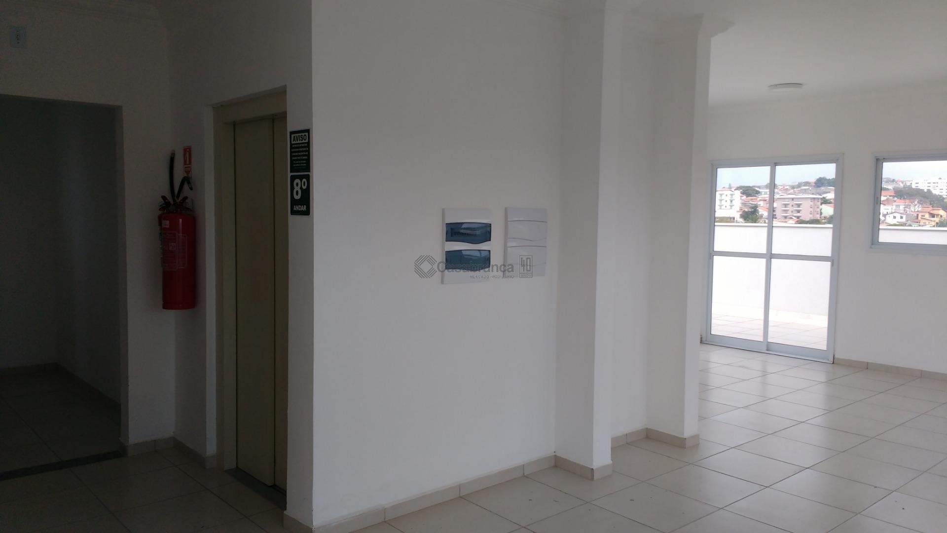 # 01 dts/01ste/arms/varanda;# sala estendida p/ 02 ambientes c/ varanda; podendo ser reversível p/ mais 01...