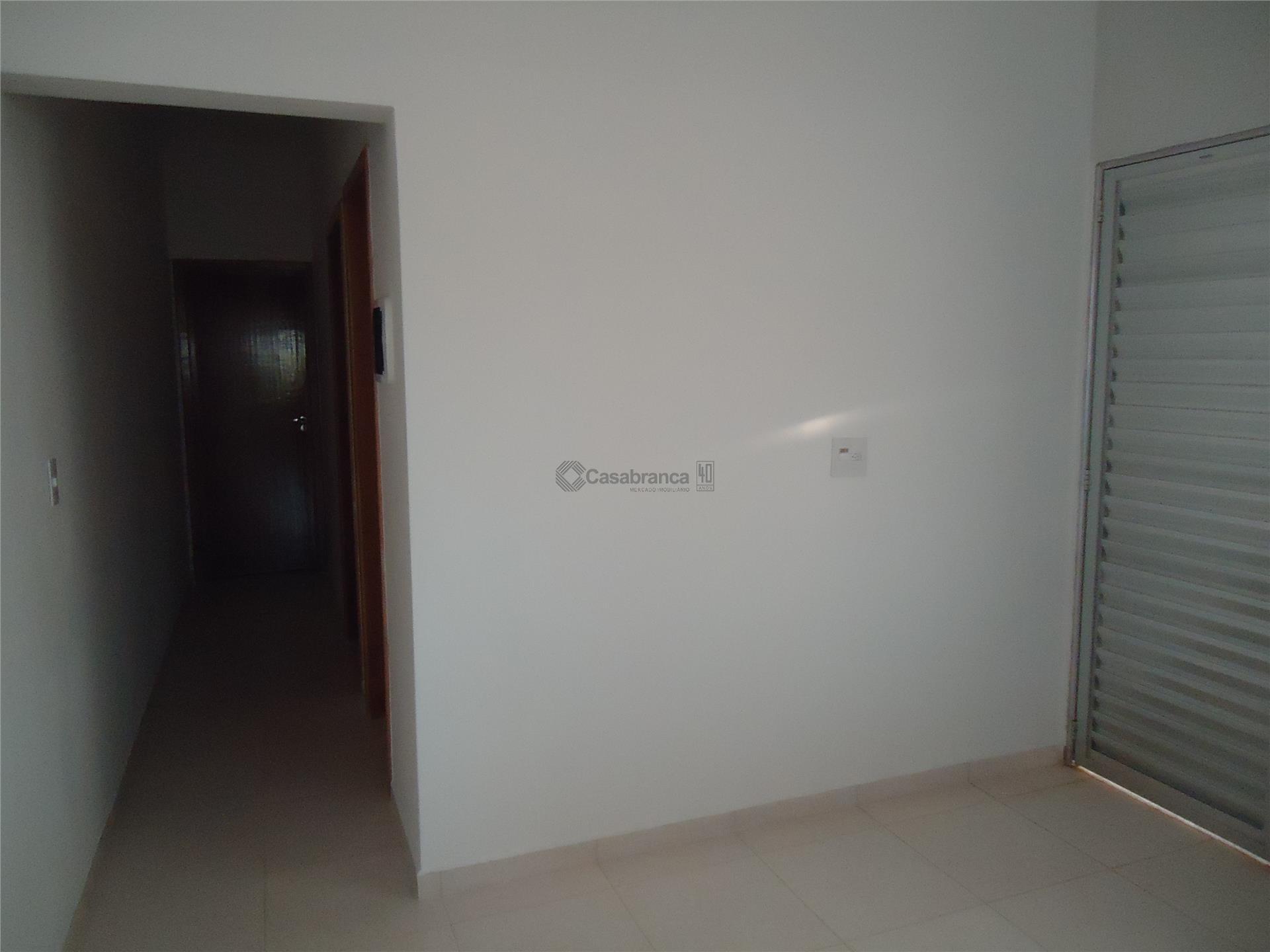 casa nova com 2 dormitórios, sala, cozinha e wc, ótimo acabamento.