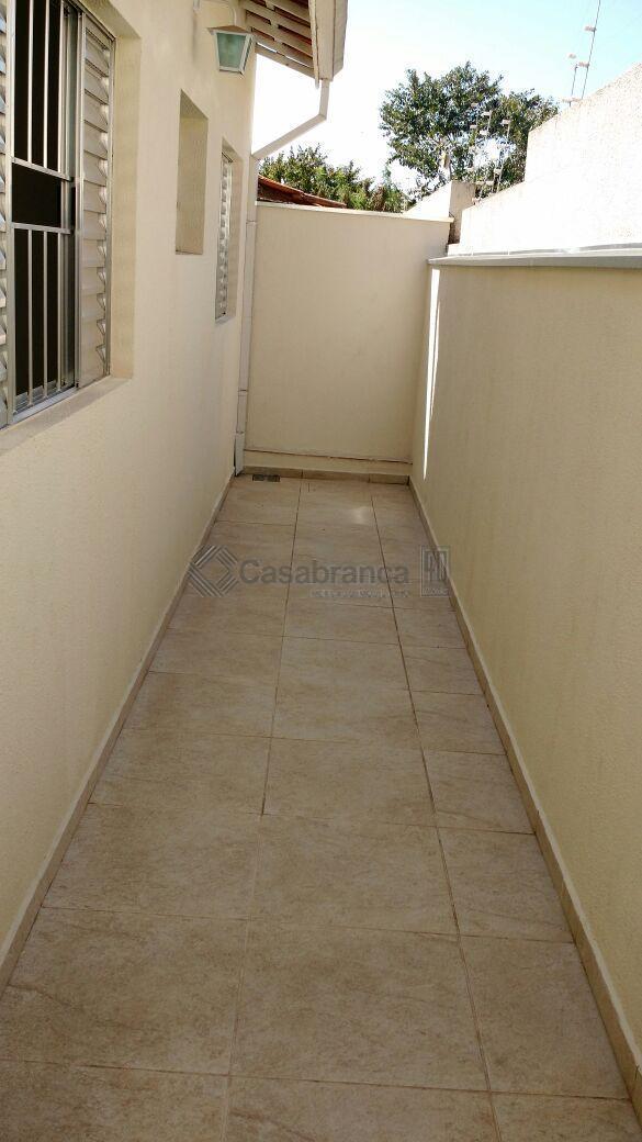 casa com 3 dormitórios sendo 1com suite, sala, cozinha, wc e 2 vagas de garagem.
