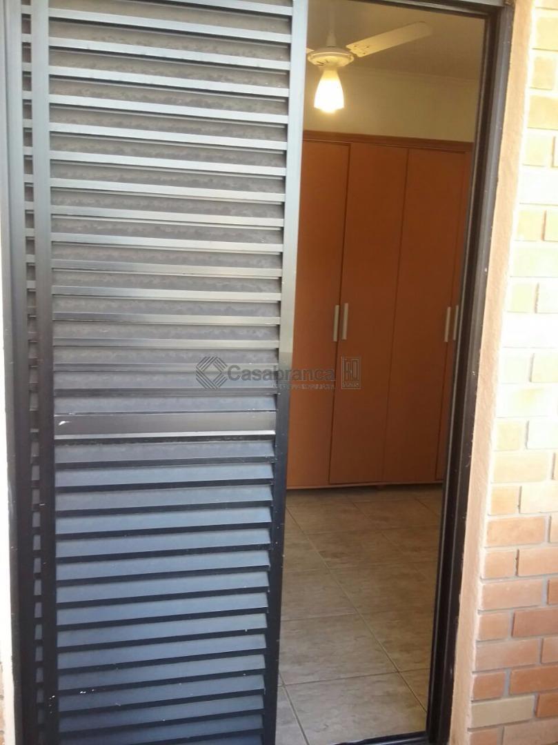 apartamento em condomínio fechado, cozinha com armários, área de serviço, dois dormitórios sendo um com varanda,...