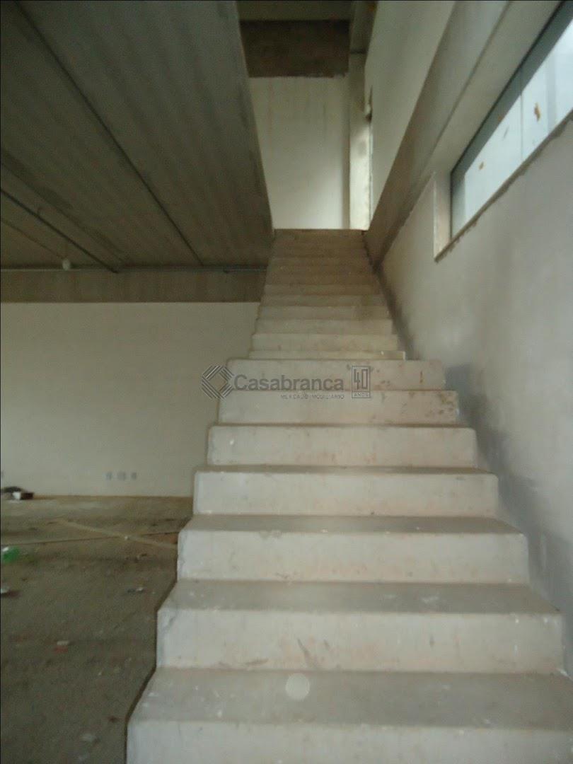 galpão com 414 m², salão com 276 m², pé direito 6,5 m², mezanino com 138 m²,...