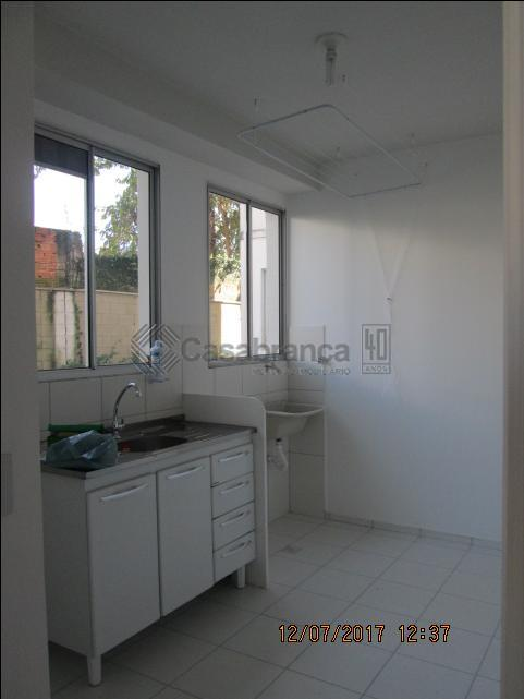 2 dorm, sala, cozinha, ads, wc, 01 vaga p/ autom. em ótima localização.