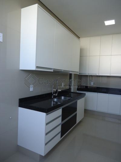 casa térrea espetacular com projeto diferenciado e com uma divisão prática e muito bem aproveitada, com...