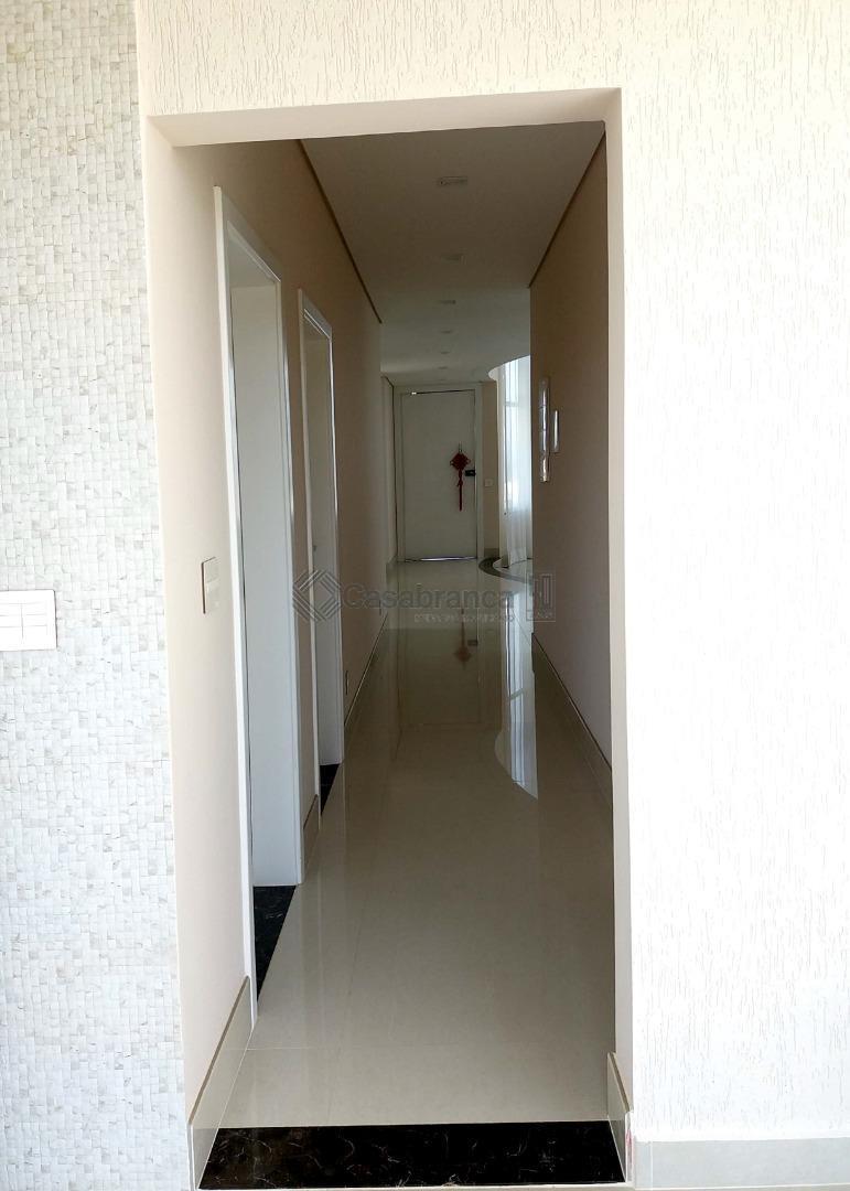 sobrado alto padrão no alphaville 3.área construída de 500 m²quatro vagas de garagem (sendo duas cobertas)sala...