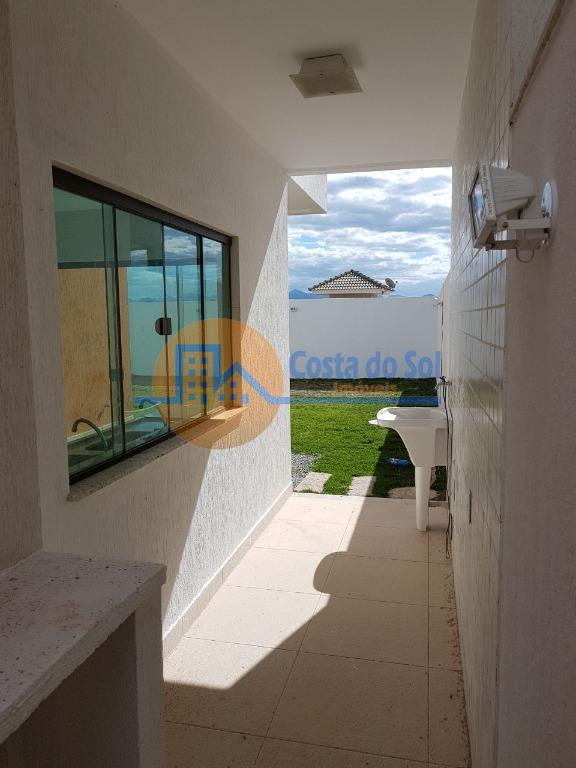 lançamento! linda casa duplex, em condomínio alto padrão, na cidade de macaé.interno: 04 quartos, sendo 03...