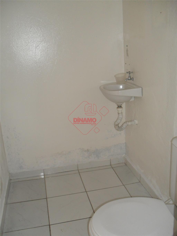 salão medindo +/- 63 m², 02 banheiros, cozinha.* não aluga para ramo alimentício e bares *