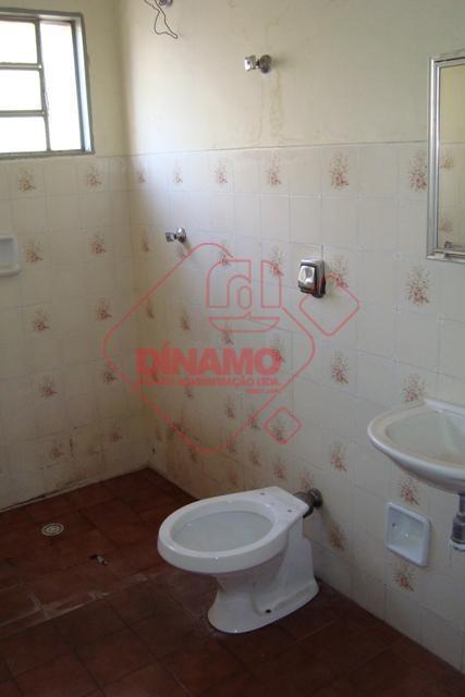 01 dormitório suíte, banheiro, copa/cozinha, área serviço.