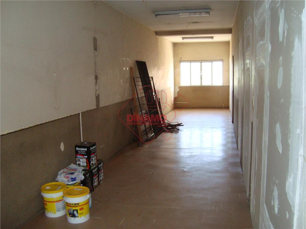 01 sala +/- 60 m², sala de espera em comum e wc´s.