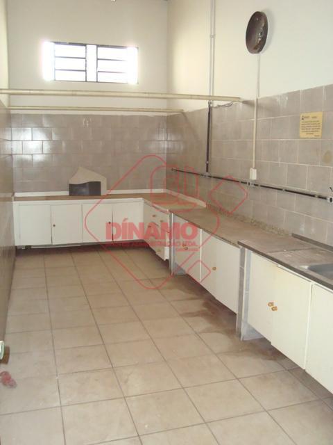 salão medindo +/- 300 m²., sala medindo +/- 20 m². c/ banheiro, sala medindo +/- 15...