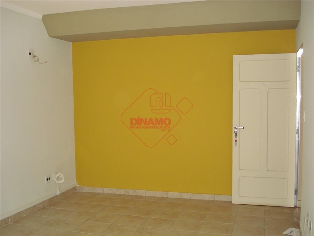 sala medindo +/- 18 m²