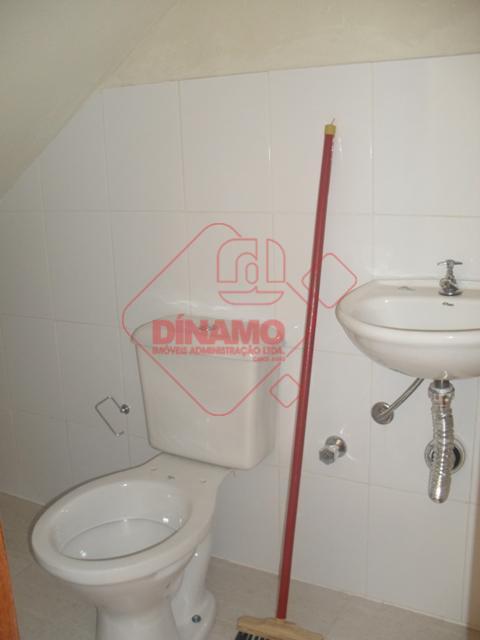 sala +/- 40 m², 1 banheiro.