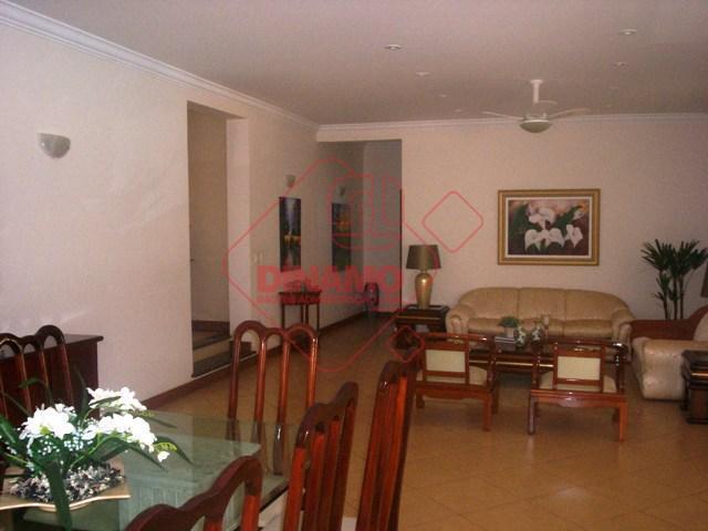 4 suítes (armários/gab./blindex) sendo 1 delas embaixo, 3 salas, lavabo, 2 sacadas, varanda, cozinha/área serviço planejadas,...