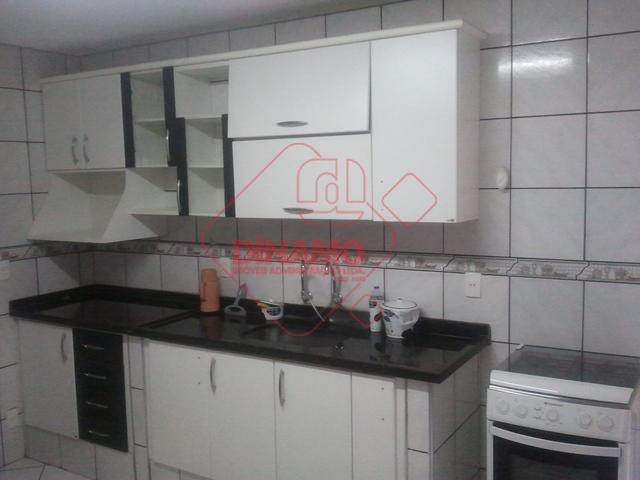 3 dorms.(suíte c/ armários/box blindex), sala 2 amb., wc. social (box blindex), cozinha (armários), 2 garagens...