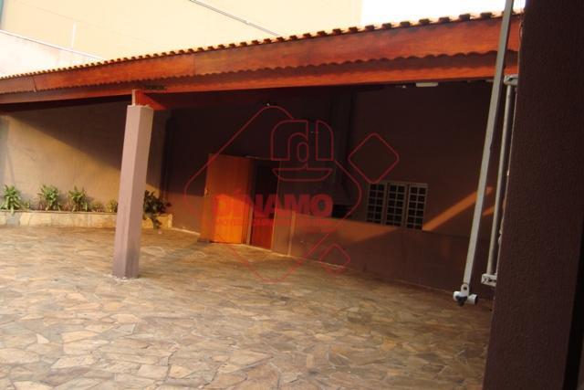 4 dorms., 2 salas, 2 wc social, 2 cozinha, piscina, quintal, (churrasqueira/vestiários), lavanderia, 5 vagas garagem,...