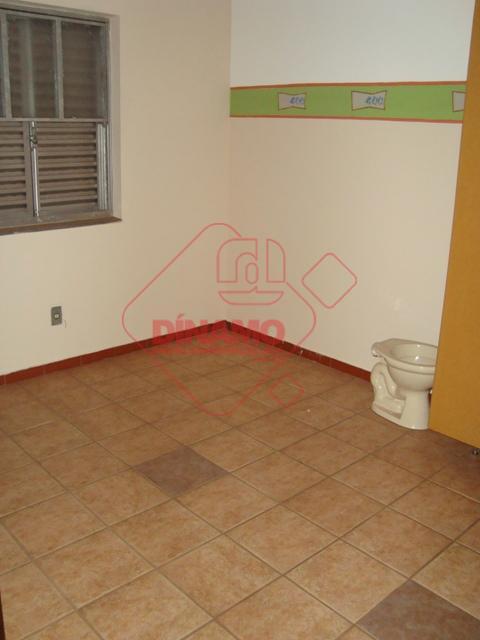 01 dormitório, armários, sala, wc social (box), cozinha, área serviço, garagem.