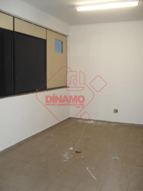 salão +/- 280 m², 02 salas, 02 banheiros, 01 copa, mezanino, estacionamento.