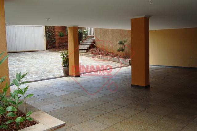 para comercio ou residencia, 03 dormitórios sendo 01 suíte (armários / ar condicionado), sala, 02 salas...