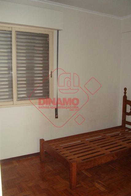02 dormitórios (armários), sala, wc social (box), cozinha (armários), dependência de empregada, área de serviço.