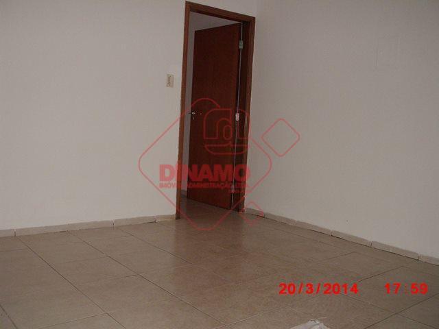 alugada, 3 dorms.(suíte c/ armários/gab,/blindex) armários em 1, sala, wc. social(gab./blindex), copa-cozinha planejada, lavanderia, 2 vagas...