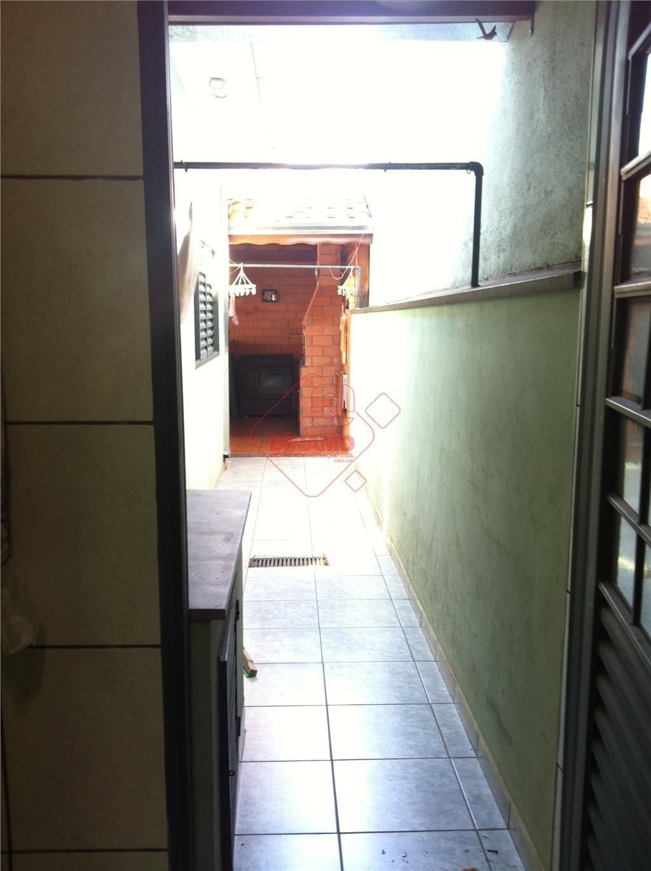 3 dorms.(ar condicionado), sala (sanca em gesso/ar condicionado), 3 banheiros, copa(sanca em gesso), cozinha(armários), quintal com...