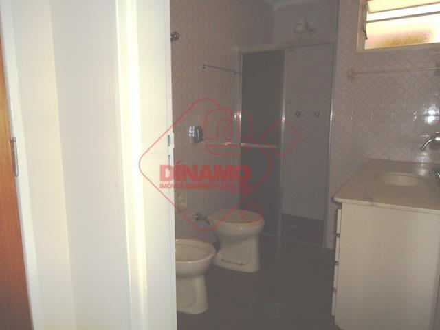 3 dorms.(2 com armários), sala 2 ambientes, wc. social(armário/box blindex), cozinha (gabinete), área serviço, wc. empregada,...