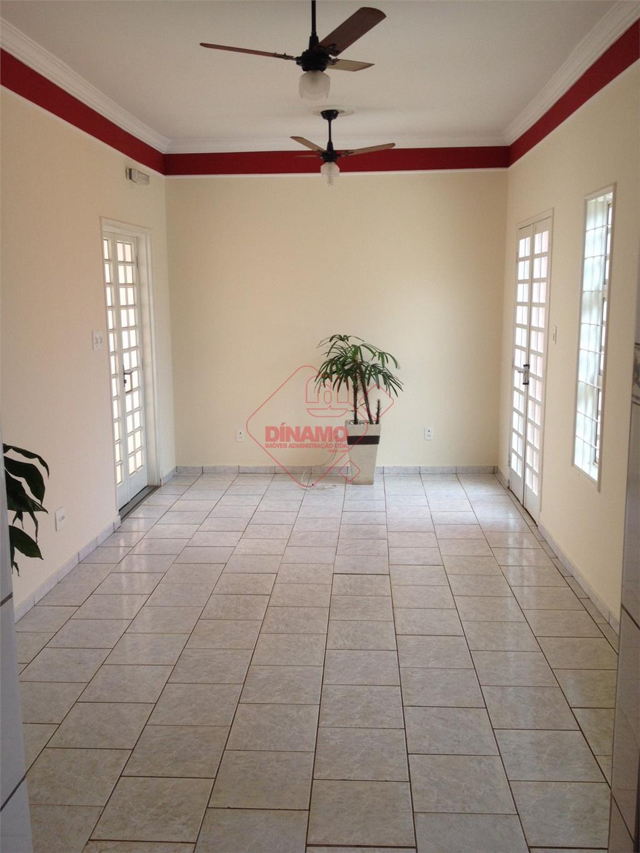 2 dorms. ( suite, wc c/ armários e blindex), sala 2 ambientes, wc social, cozinha c/...