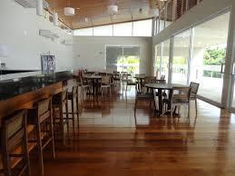 terreno medindo +/- 515 m2, portaria 24 hs., condomínio clube com área de lazer completa.