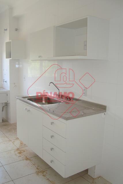 2 dorms. (armários), sala, wc social (gabinete, blindex), cozinha (armários), área serviço, 2 vagas de garagem,...