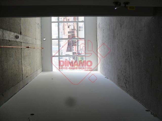 sala +/- 36 m², banheiro, copa, recepção, centro de convenção, praça de conveniência/alimentação, elevadores, 03 torres...