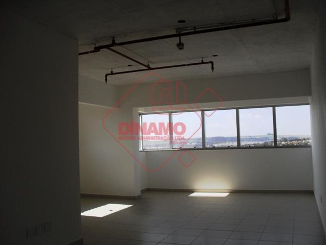sala +/- 58 m², 02 banheiros, copa, garagem(subsolo), sala de eventos, segurança, portaria 24 horas, 01...
