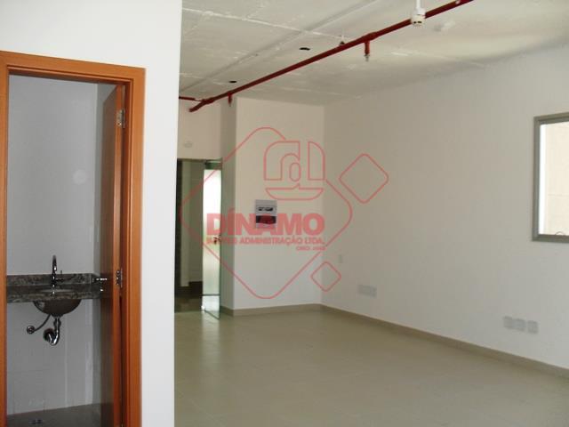 sala +/- 47 m², 02 banheiros, copa, garagem(subsolo), sala de eventos, segurança, portaria 24 horas, 01...