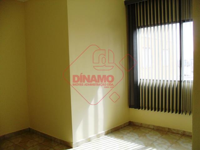 02 dormitórios, sala 02 ambientes com persiana, wc social com gabinete e box acrílico, cozinha com...