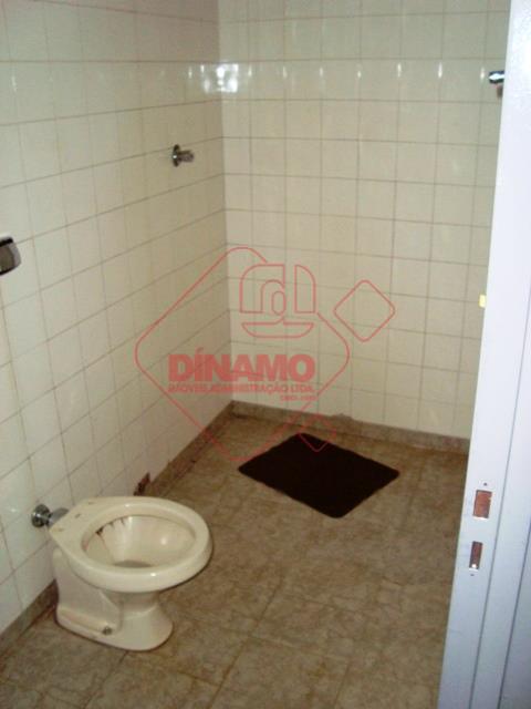 01 suite, sala, cozinha, área de serviço, 01 vaga de garagem para carro pequeno.