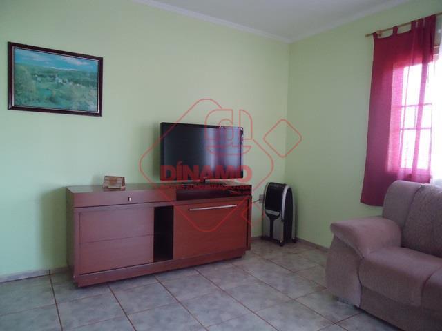 4 dorms.(suíte), sala, wc. social, copa, cozinha, quintal, piso frio, terreno = 258 m2, construção =...